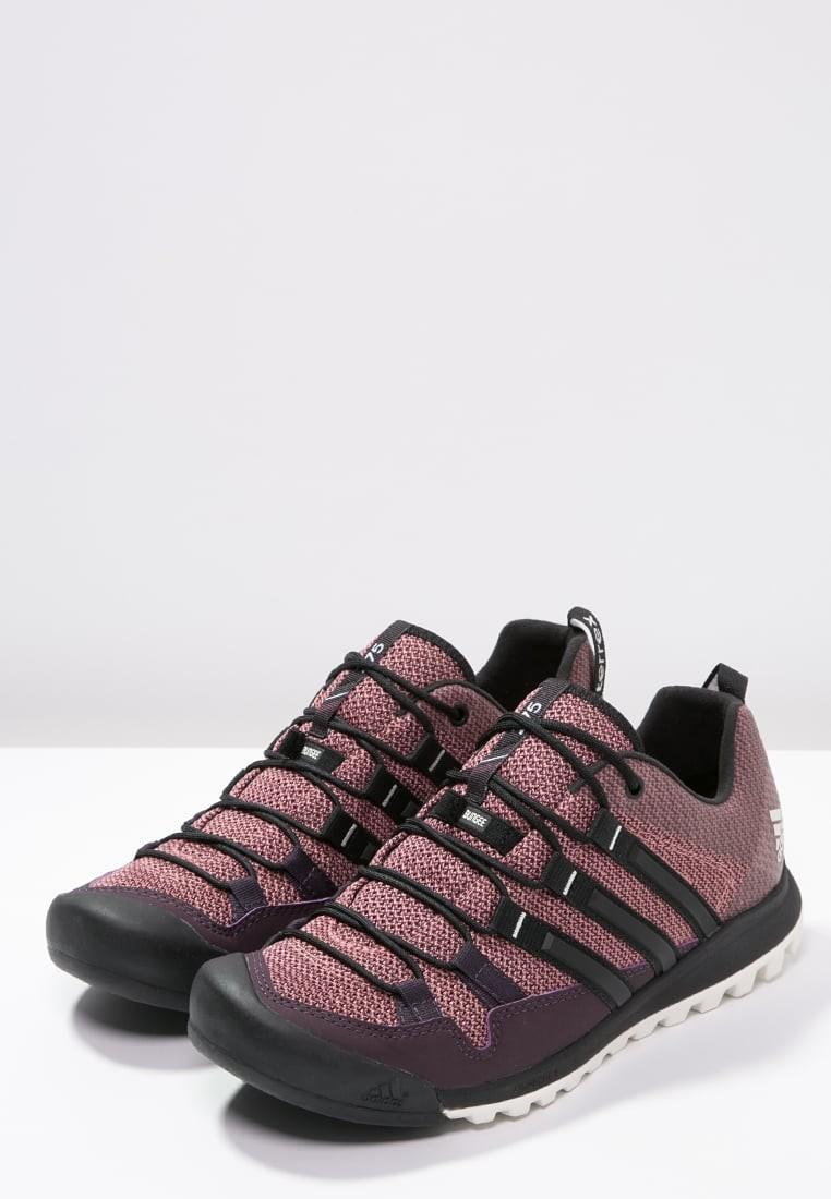 Zapatos para caminar adidas Performance Terrex Solo Mujer Mineral  Rojo Núcleo Negro Raw Rosa. Precio regular  133 8395755136c64