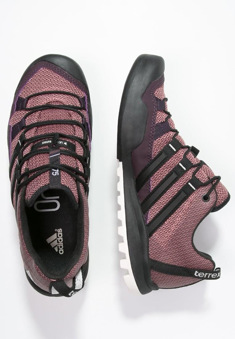 Zapatos para caminar adidas Performance Terrex Solo Mujer Mineral  Rojo Núcleo Negro Raw Rosa 906468bc48f13